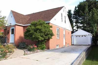 Munising Single Family Home For Sale: 221 E Jewell St