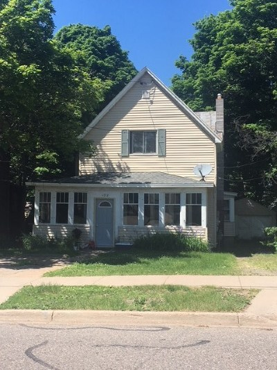 Marquette Multi Family Home Pending w/Contingency: 132 W Crescent St
