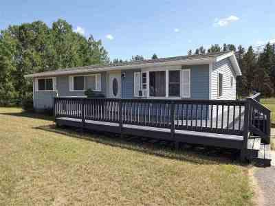 Marquette Single Family Home Pending w/Contingency: 1646 E M28