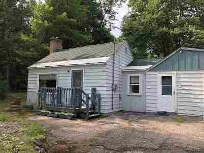 Marquette Single Family Home Pending w/Contingency: 585 Silver Creek Rd