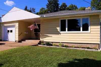 Marquette Single Family Home Pending w/Contingency: 434 W Michigan St