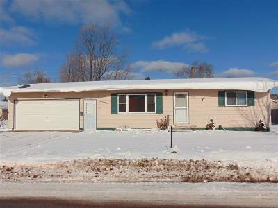 Negaunee Single Family Home Pending w/Contingency: 725 Prince St