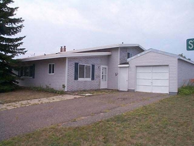 Multi Family Home Pending w/Contingency: 524-526 Stratocruiser