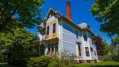 Marquette Single Family Home For Sale: 455 E Ridge St
