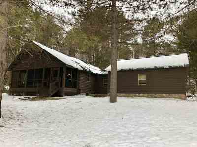 Marquette Single Family Home Pending w/Contingency: 400 Wildwood Dr
