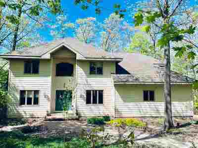 Negaunee Single Family Home For Sale: 204 Shoreline Dr