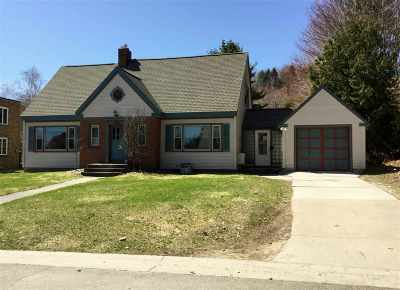 Munising Single Family Home For Sale: 220 E Jewell St