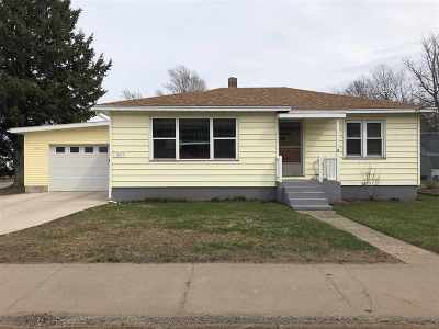 Marquette Single Family Home Pending w/Contingency: 1601 Division St