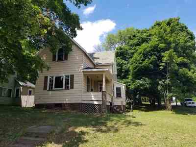 Marquette Single Family Home For Sale: 802 W Bluff St