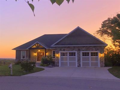 Marquette Single Family Home For Sale: 612 Windcrest Dr