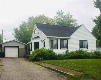 Ishpeming Single Family Home Pending w/Contingency: 1720 North Lake Dr