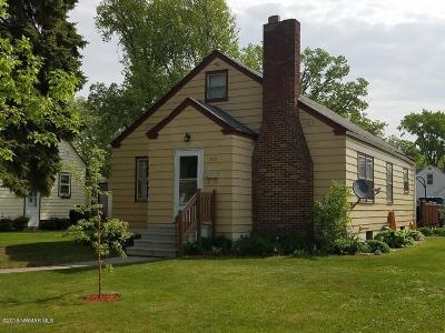 Thief River Falls Single Family Home For Sale: 212 Tindolph Avenue N