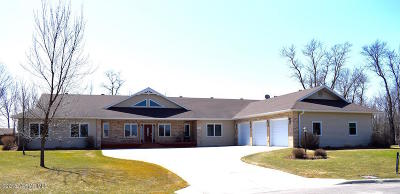 Thief River Falls Single Family Home For Sale: 102 Willow Court