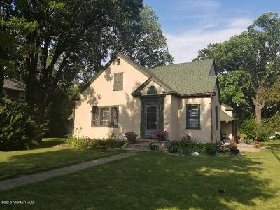 Thief River Falls Single Family Home For Sale: 902 Main Avenue N