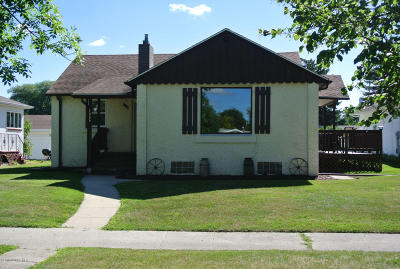 Thief River Falls MN Single Family Home For Sale: $129,000