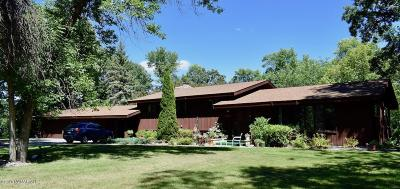 Thief River Falls Single Family Home For Sale: 102 Idlewood Court