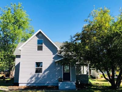 Warroad MN Single Family Home For Sale: $154,900