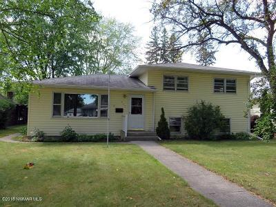Thief River Falls Single Family Home For Sale: 445 Kneale Avenue S