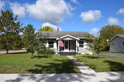 Single Family Home For Sale: 205 26th Street NE