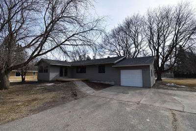 Warroad MN Single Family Home For Sale: $149,900