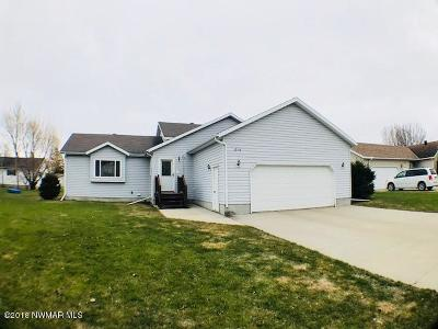 Thief River Falls Single Family Home For Sale: 1014 Elizabeth Avenue N