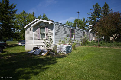 Strandquist Single Family Home For Sale: 302 Anderson Street