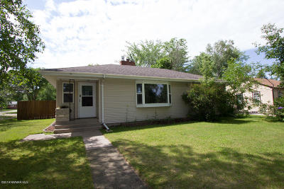 Thief River Falls Single Family Home For Sale: 325 Kneale Avenue S
