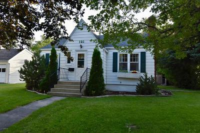 Thief River Falls Single Family Home For Sale: 121 Merriam Avenue N