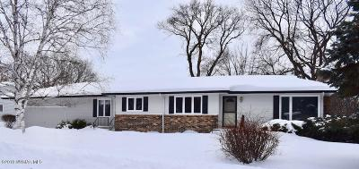 Thief River Falls Single Family Home For Sale: 106 Parkview Street