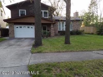 Thief River Falls Single Family Home For Sale: 215 Kendall Avenue N