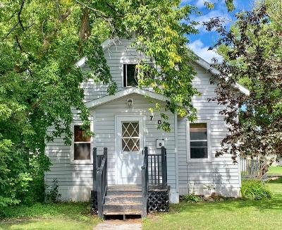 Single Family Home For Sale: 707 Center Street E