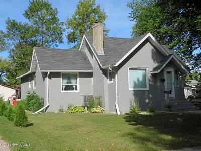 Thief River Falls Single Family Home For Sale: 823 Arnold Avenue N