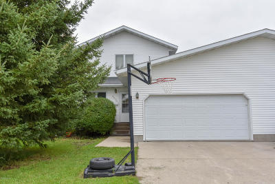 East Grand Forks MN Single Family Home For Sale: $238,900