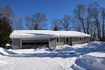 Single Family Home For Sale: 6002 Birchmont Drive NE