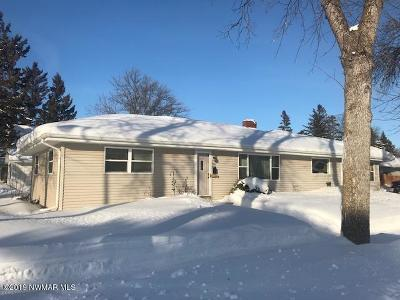 Thief River Falls Single Family Home For Sale: 124 Kneale Avenue S