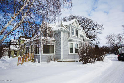 Thief River Falls Single Family Home For Sale: 406 Red Lake Boulevard