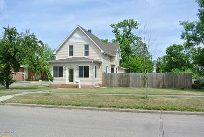 Thief River Falls Single Family Home For Sale: 321 2nd Street W