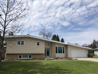 Crookston Single Family Home For Sale: 401 Golf Terrace Drive