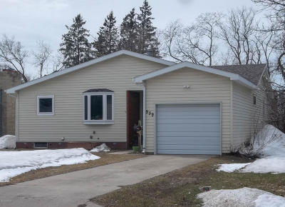 Thief River Falls MN Single Family Home For Sale: $154,900