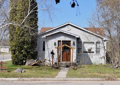 Thief River Falls Single Family Home For Sale: 837 Kendall Avenue S