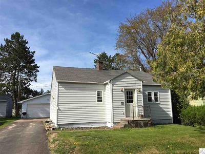 Single Family Home For Sale: 135 7th St