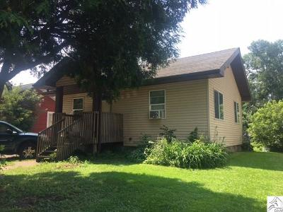 Single Family Home For Sale: 317 21st St
