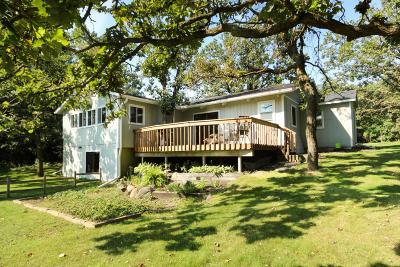 Douglas County Single Family Home For Sale: 1605 Deerwood Drive NE