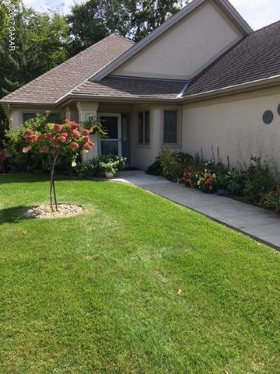 Douglas County Condo/Townhouse For Sale: 781 E Lake Geneva Road NE