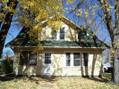 Douglas County Single Family Home For Sale: 11 E Oak Street
