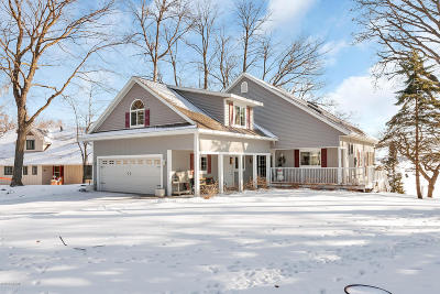 Single Family Home For Sale: 5739 County Road 11 NE