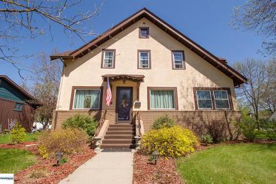 Douglas County Single Family Home For Sale: 821 Douglas Street