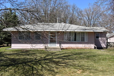 Douglas County Single Family Home For Sale: 406 Quincy Street