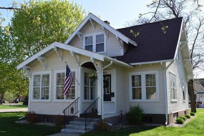 Douglas County Single Family Home For Sale: 1003 Cedar Street