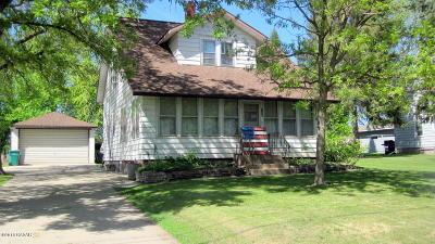 Melrose Single Family Home For Sale: 215 4th Street NE